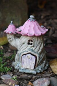 Whats in fairy gardens figurine house