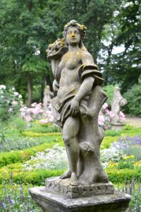 Garden design ideas - garden statue
