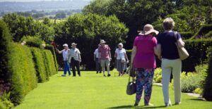 elderly-visitors-829269_640