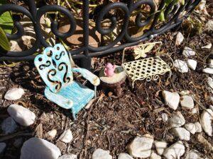 outdoor fairy garden ideas table and chairsoutdoor-fairy-garden-ideas-table-and-chairs